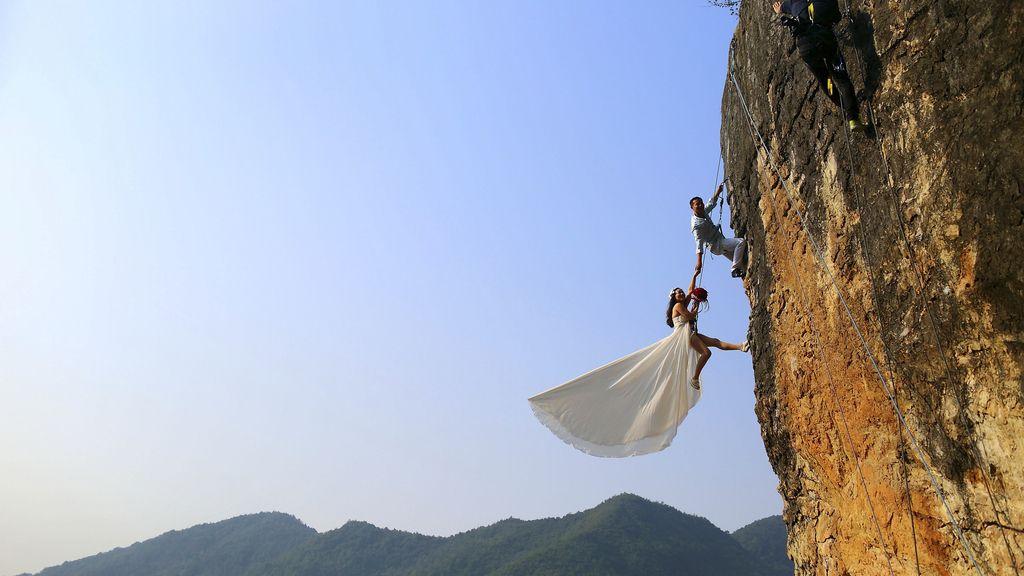 Una boda de altos vuelos en las montañas de Jinhua, China