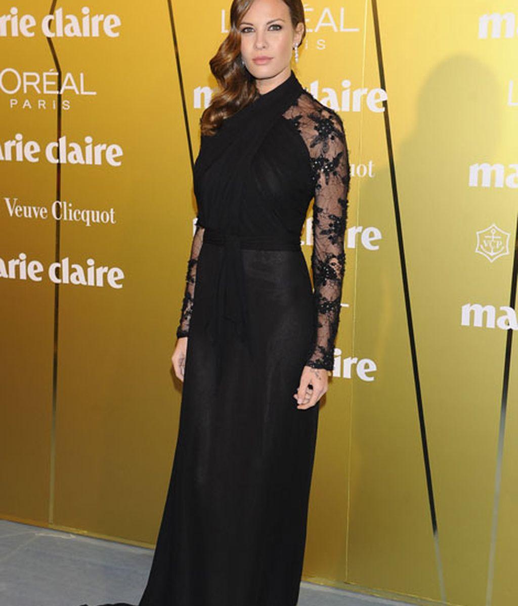 Jessica Bueno eligió un vestido negro de Hannibal Laguna