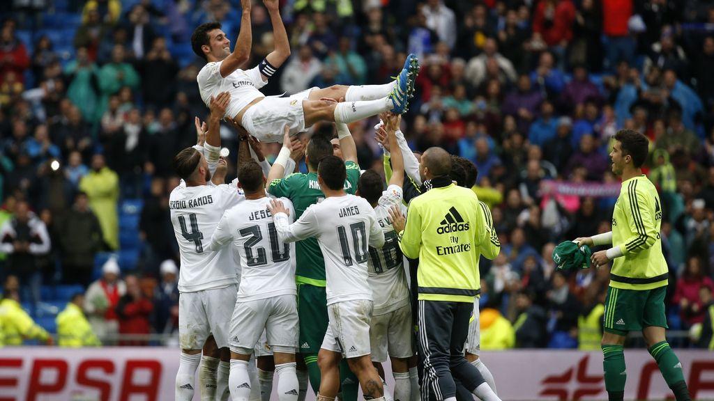 Arbeloa se despide por todo lo alto del Bernabéu (08/05/2016)