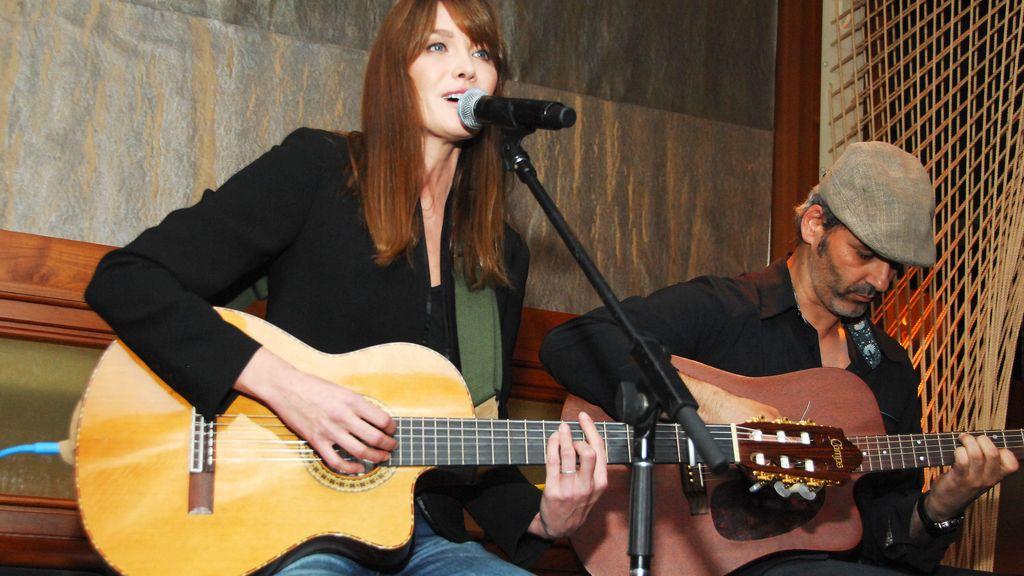 La cantante Carla Bruni hará una gira por Francia y Estados Unidos