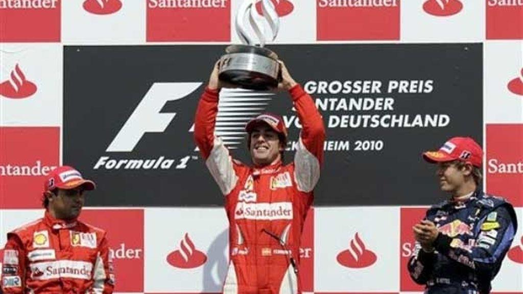 Massa y Vettel acompañaron a Alonso en el podio