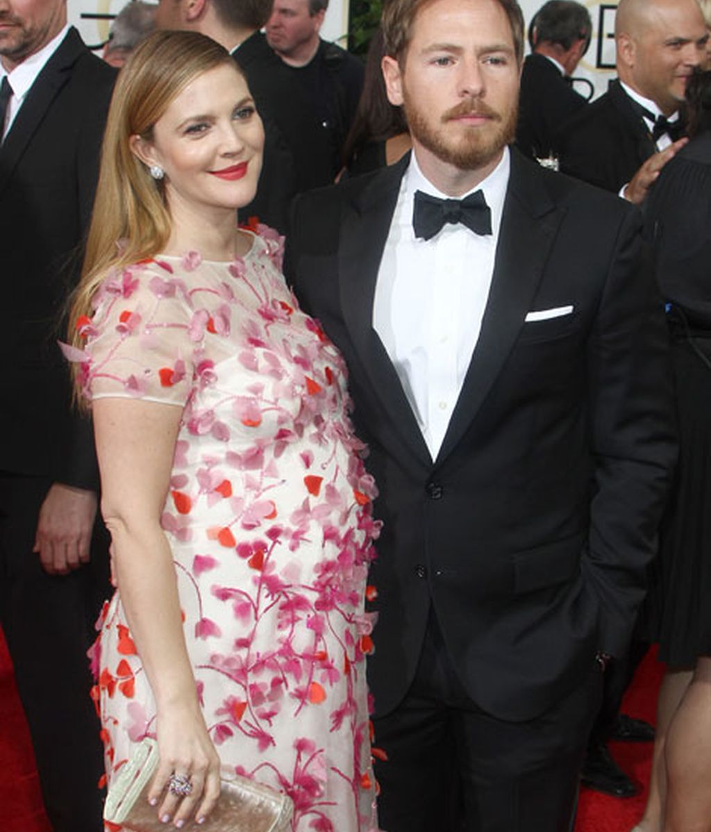 Drew Barrymore, con un Monique Lhurllier, con flores y tonos rosas y rojos