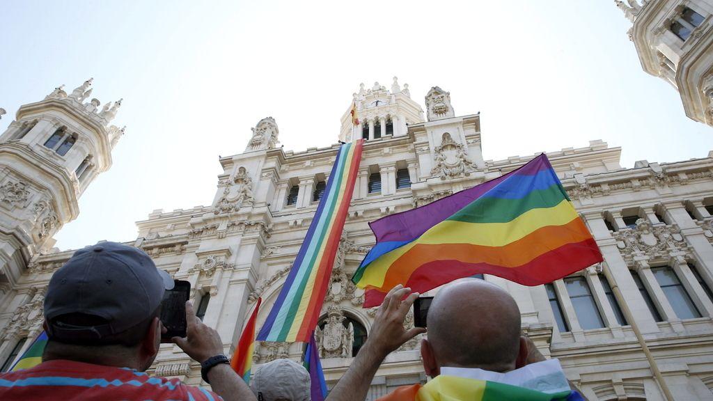La bandera arcoíris ondeará en Cibeles desde hoy