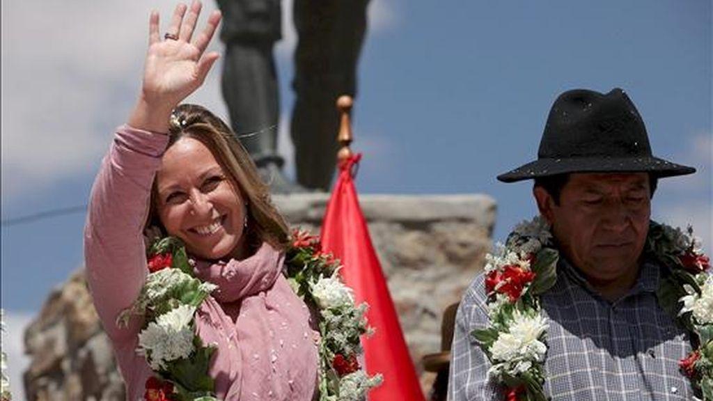 """La ministra española de Asuntos Exteriores, Trinidad Jiménez (i), reclamó a Marruecos que investigue """"con eficacia y con las debidas garantías"""" lo que sucedió durante el desmantelamiento de las jaimas, que provocó la muerte de un número aún indeterminado de saharauis y marroquíes. EFE"""