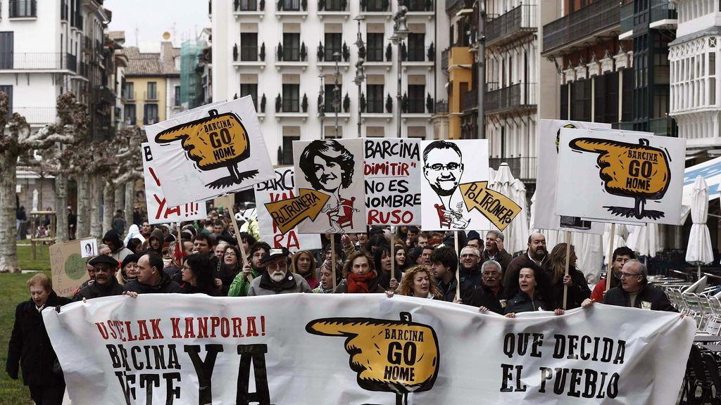 Miles de personas piden en Pamplona la dimisión de Barcina