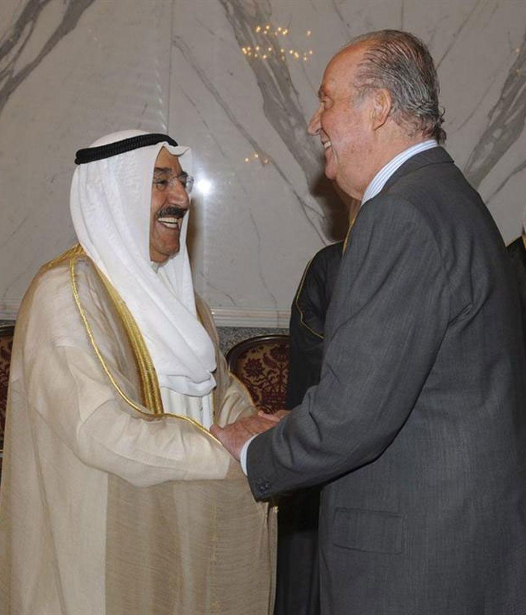 El rey Juan Carlos durante el encuentro que ha mantenido con el emir de Kuwait, el jeque Sabah al Ahmad al Sabah