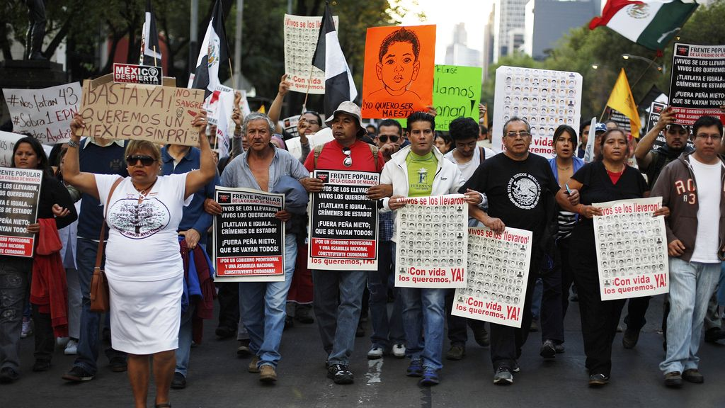 Las protestas por los estudiantes desaparecidos llegan hasta Ciudad de México