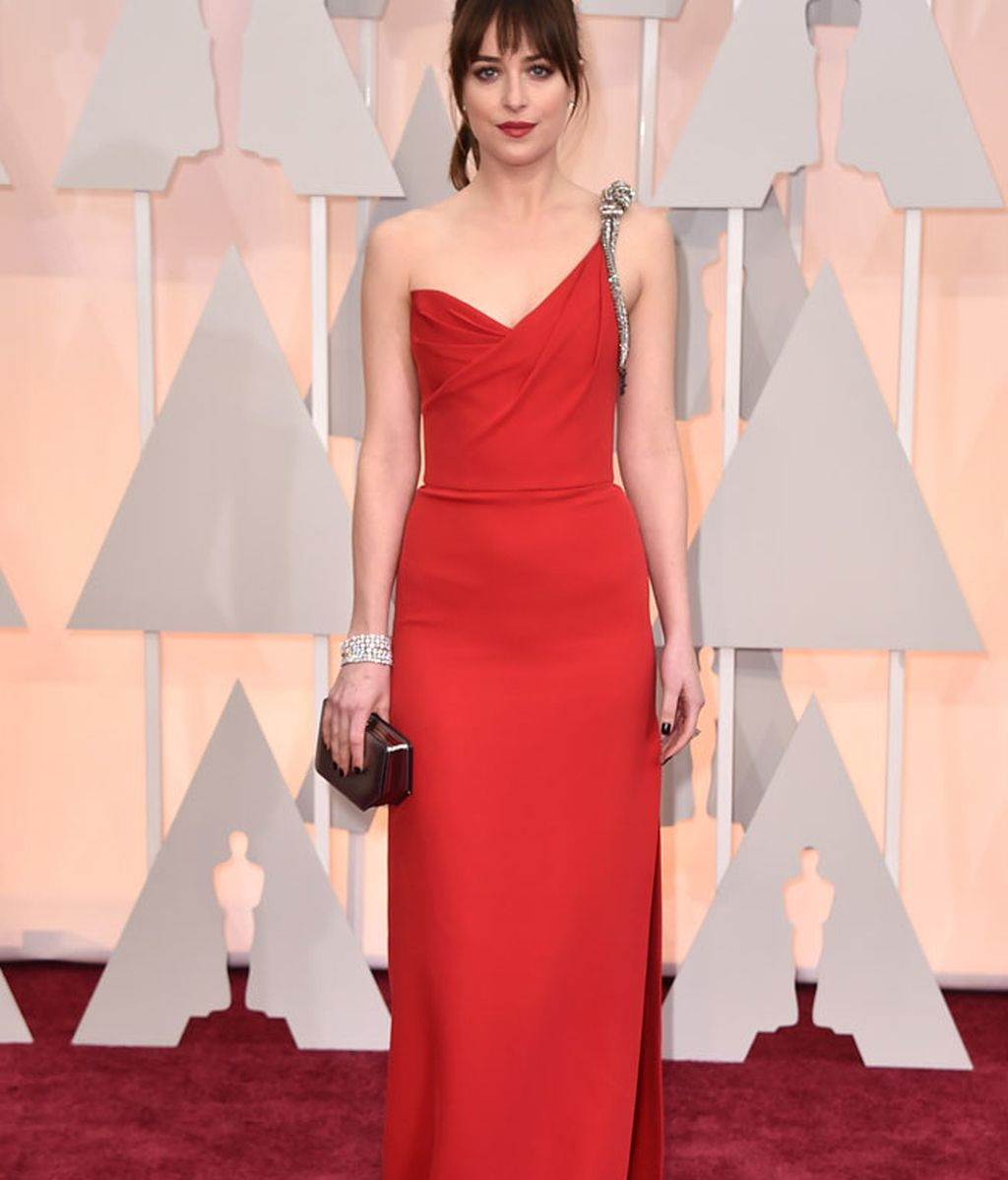 Dakota Johnson con vestido de Saint Laurent