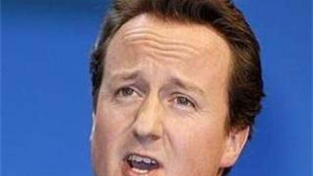 Cameron acusa a Brown de haber ocultado información sobre los intereses de la deuda que el país debe que pagar