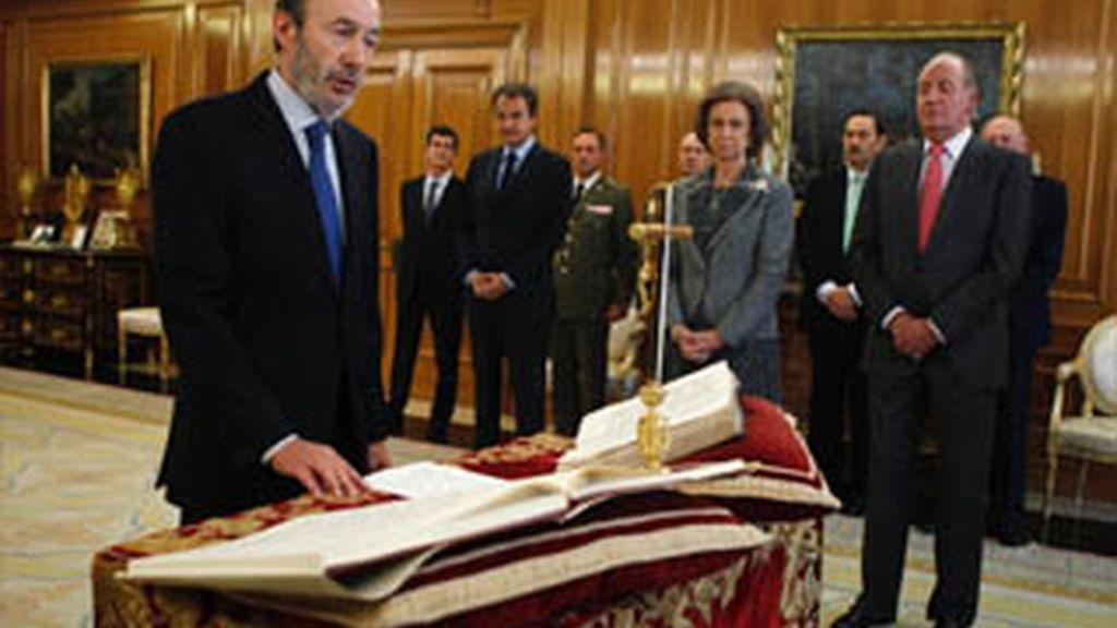Los nuevos ministros prometen sus cargos