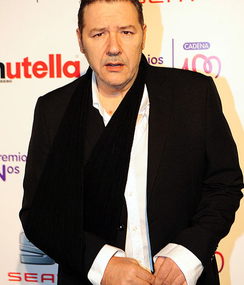 El cantante Carlos Goñi, de negro y blanco en la gala