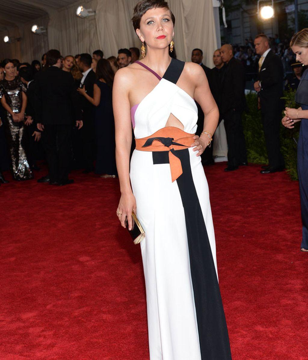 Maggie Gyllenhaal con vestido de Roland Mouret.