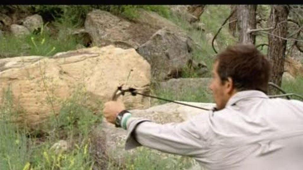Dakota del Sur: El último superviviente prueba su puntería con un tirachinas