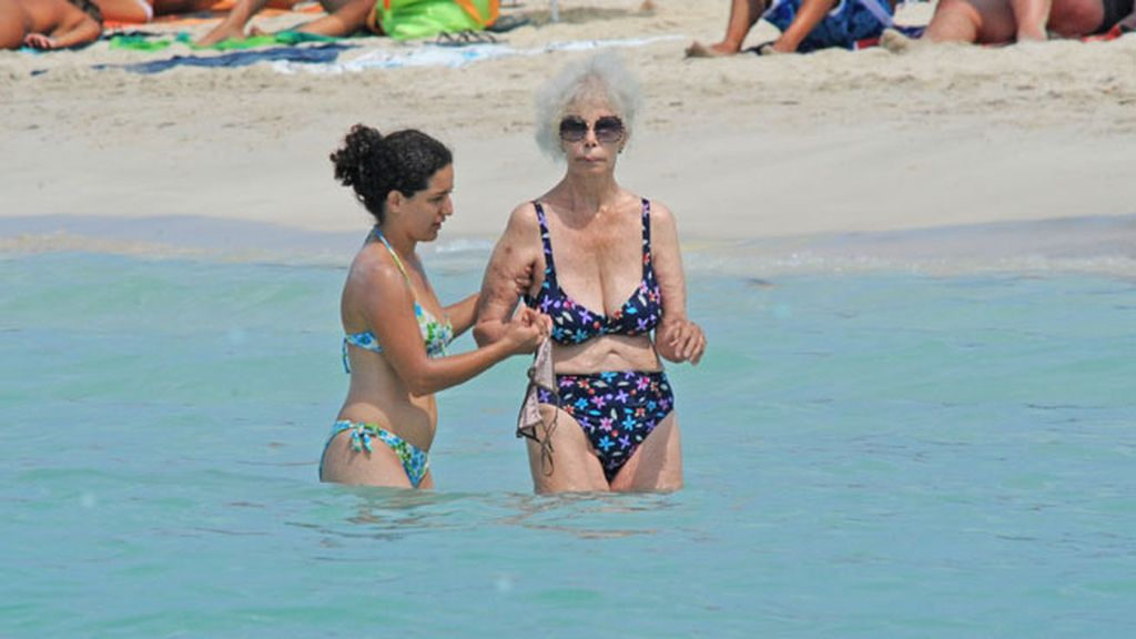 Los biquinis estampados y de colores eran su prenda del verano en Ibiza