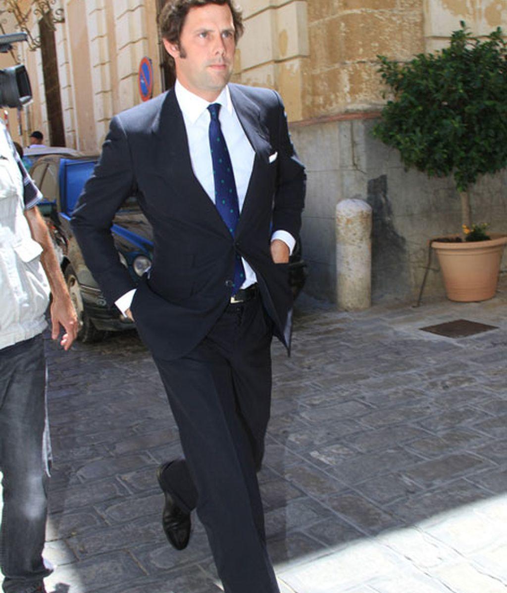 El nieto de la duquesa de Alba, Javier Martínez de Irujo, acudió con su esposa, Inés