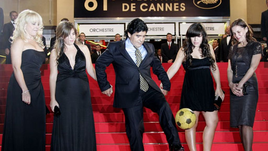 Fútbol en la alfombra roja