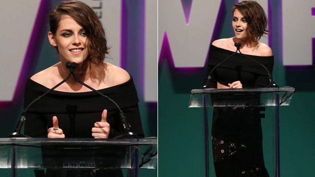 Kristen Stewart también participó en la gala con un largo vestido negro