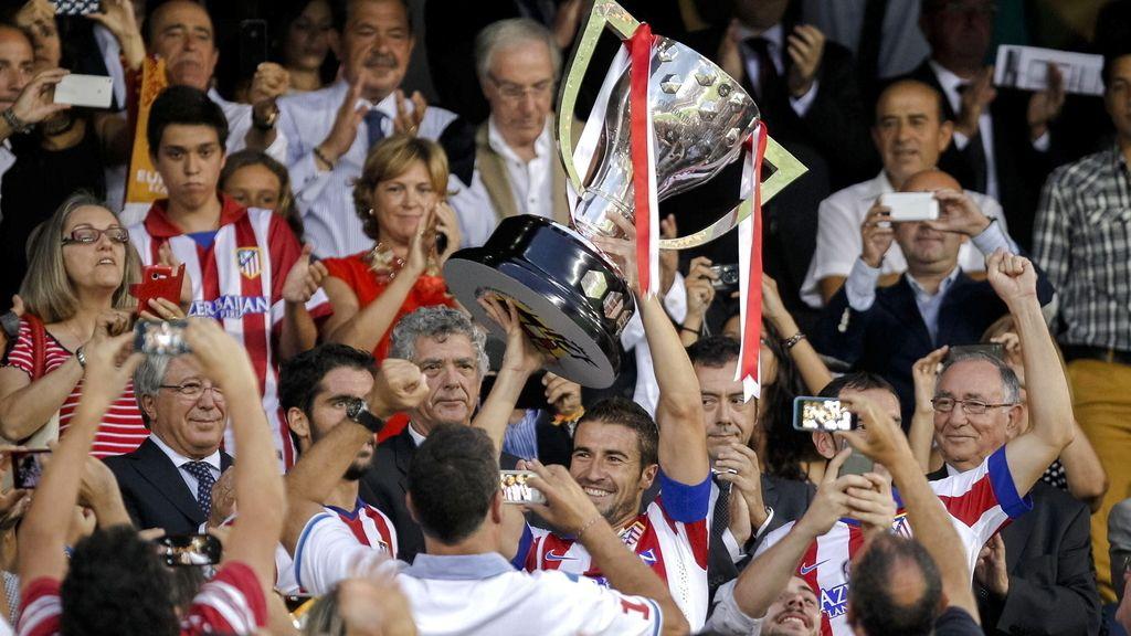 El Atlético de Madrid recoge la Copa de Liga