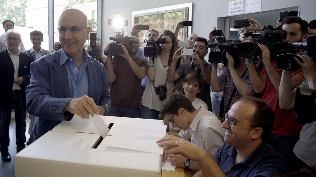 Militantes de Unió votan sobre el proceso soberanista