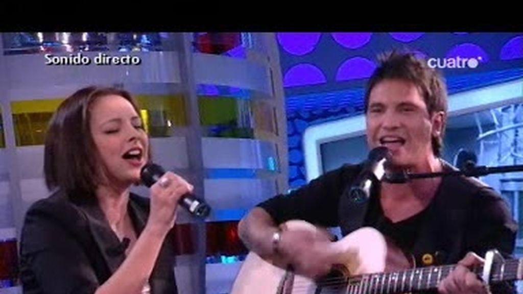 """Chenoa y David de María cantan """"Que yo no quiero problemas"""" en directo"""