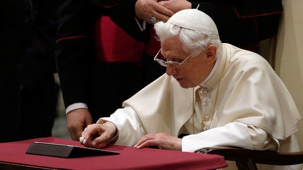 El Papa publica su primer tuit