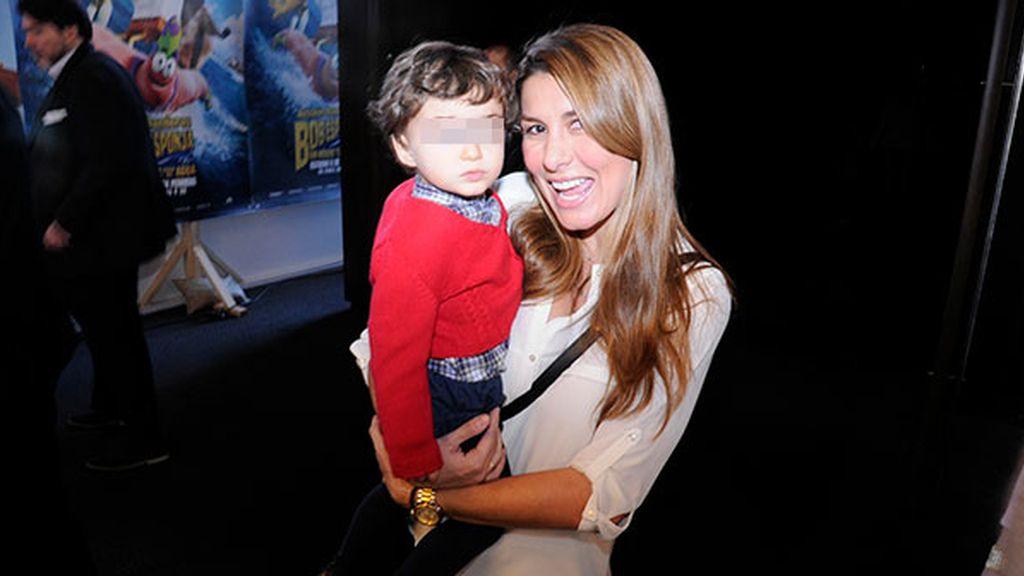 Silvia Casas, la esposa de Manu Tenorio, presumiendo de hijo