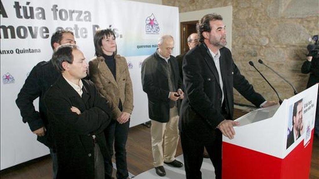 El líder del Bloque Nacionalista Gallego (BNG), Anxo Quintana, durante su comparecencia ante los medios de comunicación tras conocerse los resultados de las elecciones autonómicas en Galicia. EFE