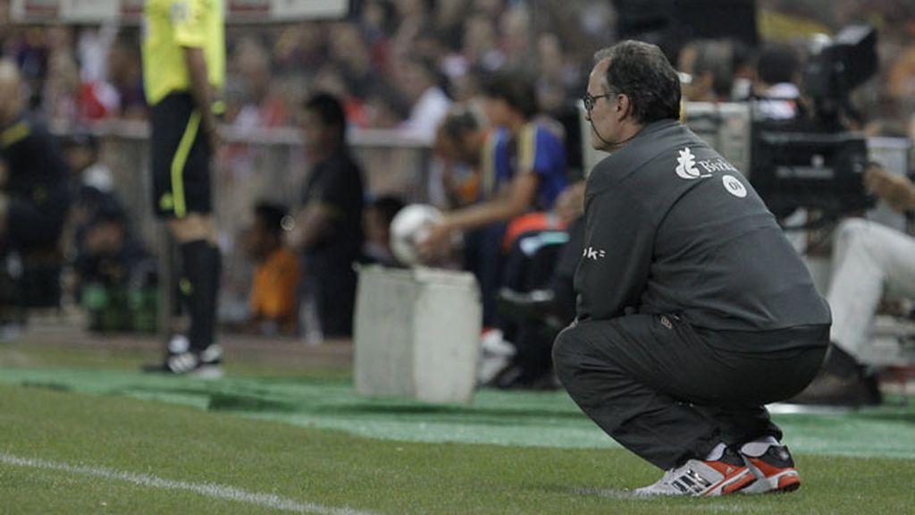 El entrenador del Athletic Club, el argentino Marcelo Bielsa, en la banda durante la final de la Copa del Rey