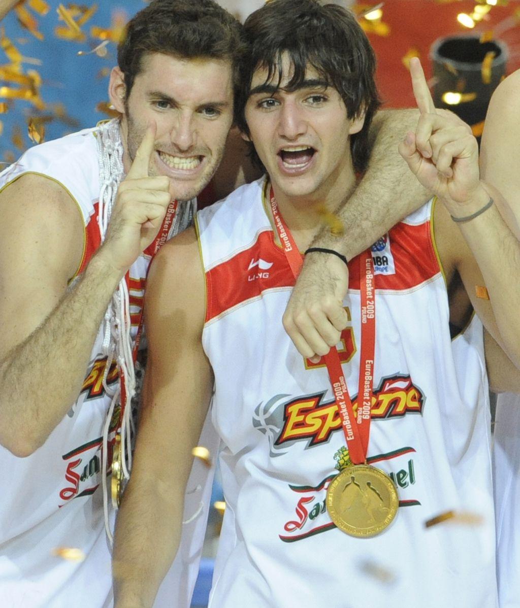 Rudy Fernández y Ricky Rubio celebran un título
