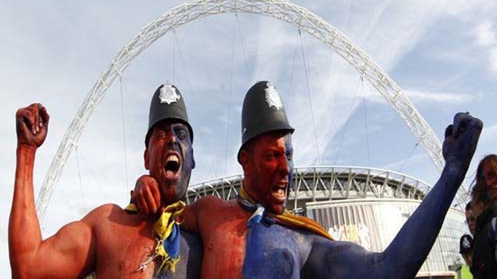 La afición lo vive a tope en Wembley