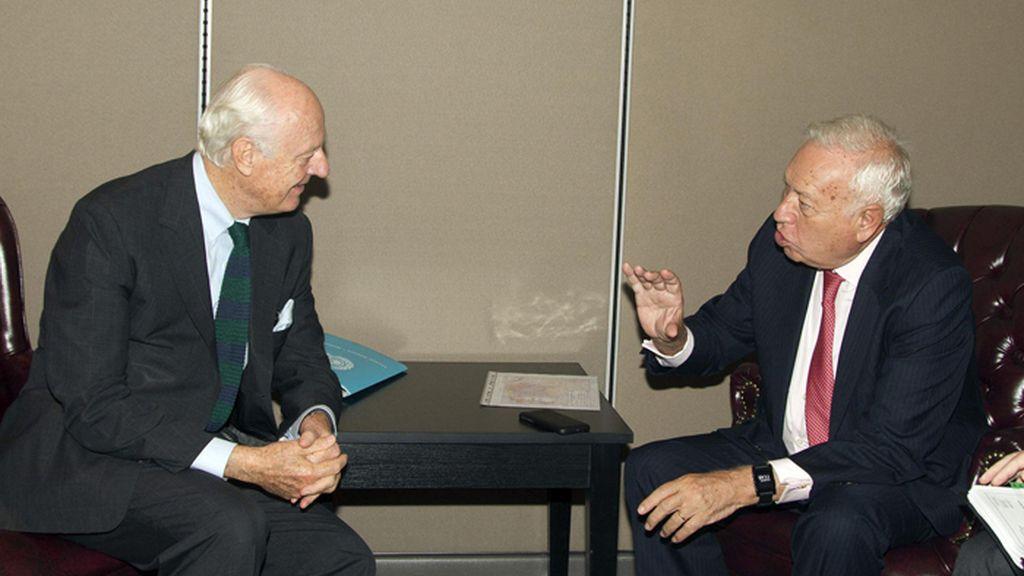 Reunión bilateral de García-Margallo con Staffan de Mistura