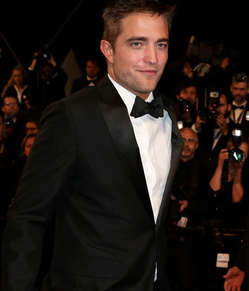 El esmoquin bien llevado de Robert Pattinson que llenó de fans la alfombra roja