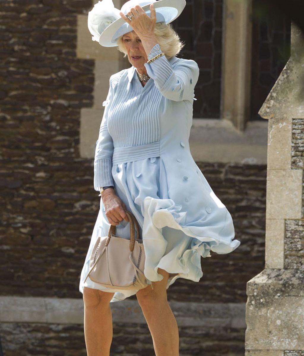 A la Duquesa de Cornualles el aire le jugó una mala pasada