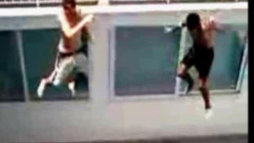 "La peligrosa moda del ""balconing"""