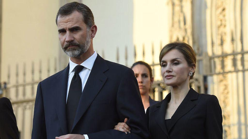 El rey Felipe y doña Letiza acudieron juntos al funeral