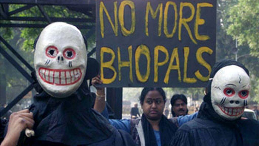 Un tribunal indio condena a dos años de cárcel a los directivos de Union Carbide por el desastre de Bhopal