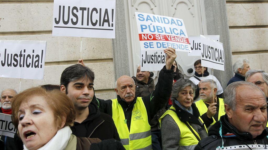 Marea Blanca ante la sede del TSJM para protestar contra la privatización sanitaria