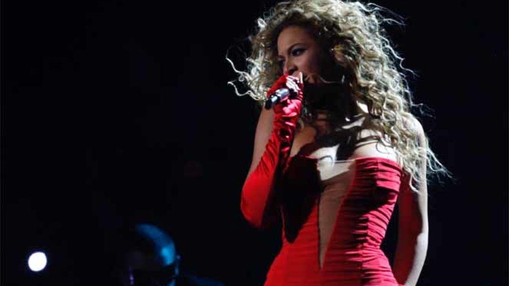 Beyoncé canta en los 'MTV Europe'