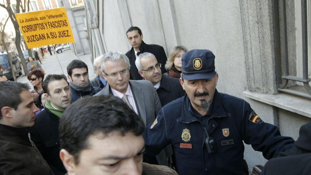 El juez Baltasar Garzón llega al Tribunal Supremo donde comienza a ser juzgado por prevaricación por declararse competente para investigar los crímenes del franquismo.