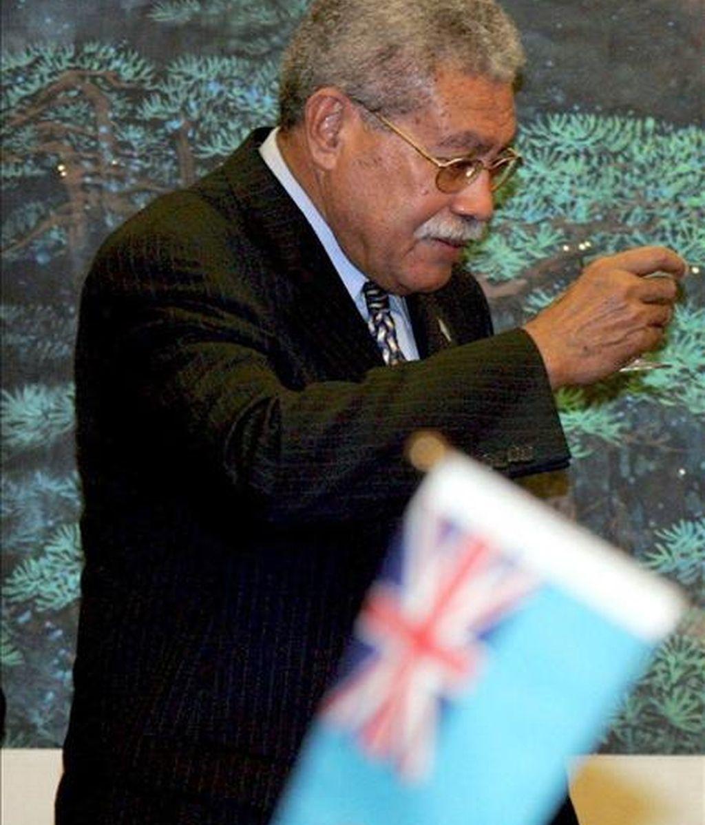 Las medidas de Iloilo llegaron un día después de que el Tribunal de Apelaciones declarara ilegal la disolución del Gobierno del ex primer ministro Laisenia Qarase (en la foto) a manos de los golpistas encabezados por Bainimarama, y ordenará su destitución como jefe del Ejecutivo fiyiano. EFE/Archivo