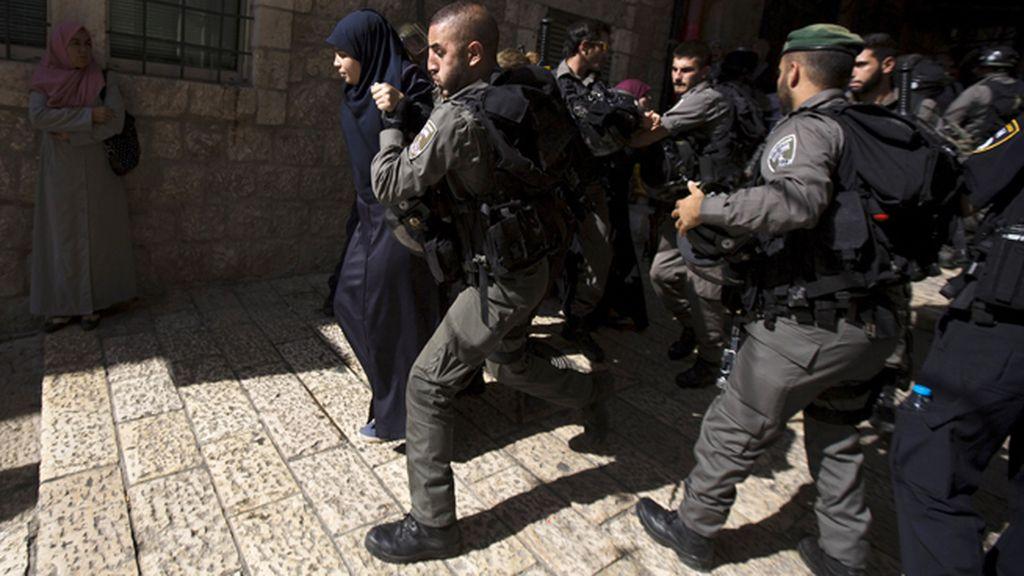 La Policía israelí arresta a varios manifestantes palestinos