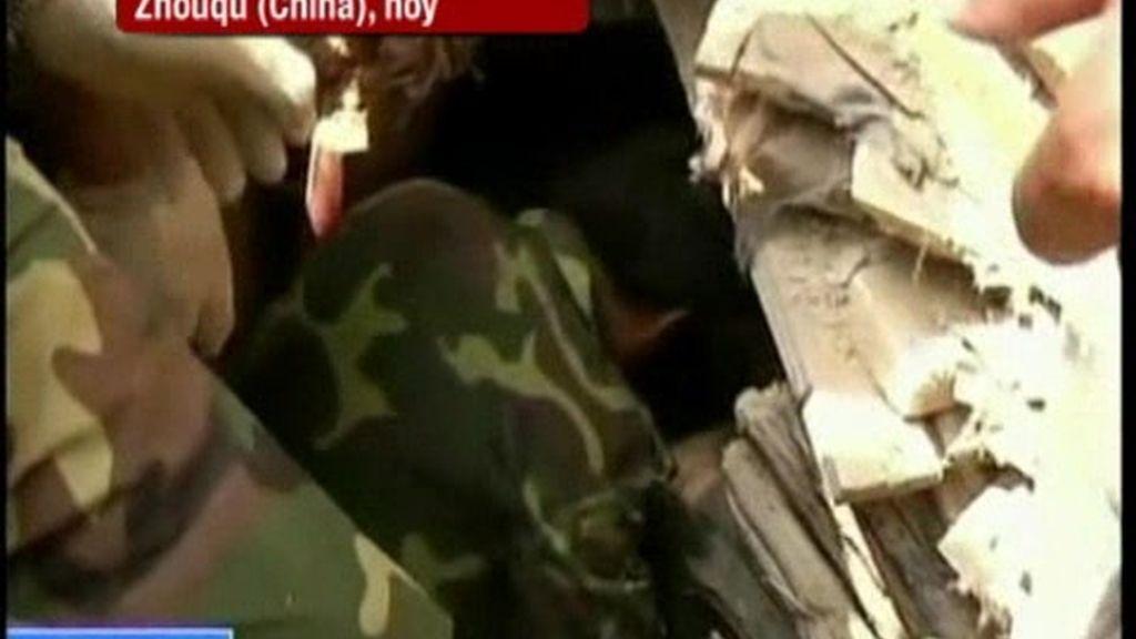 Tímidas historias amables en medio de la tragedia China