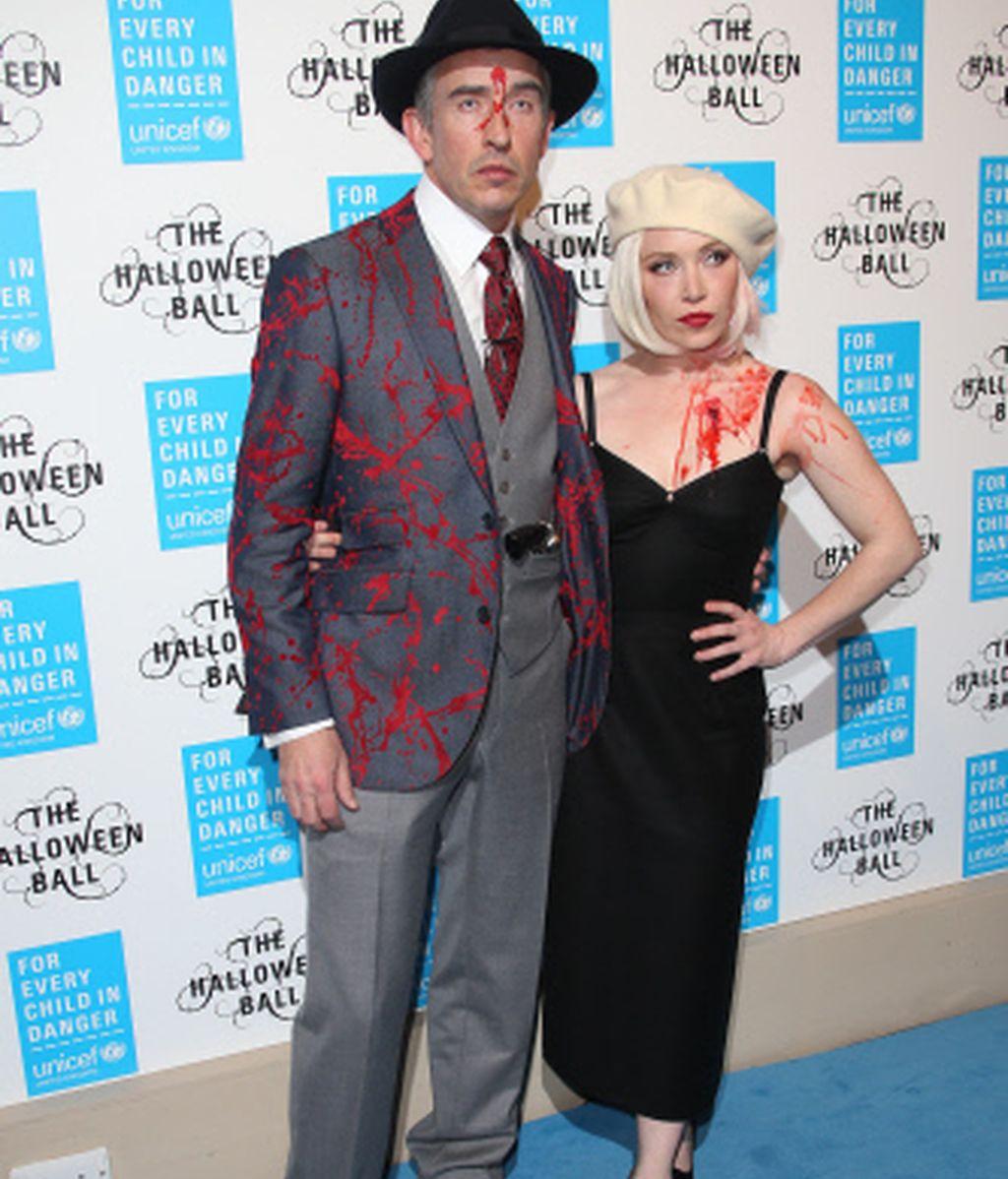 La pareja, Steve Coogan y Daisy Lewis, estilosos y aterradores