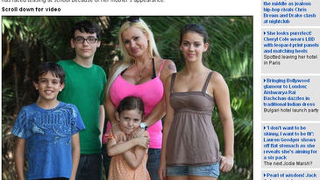 Lacey Wildd, de 44 años, junto a sus hijos