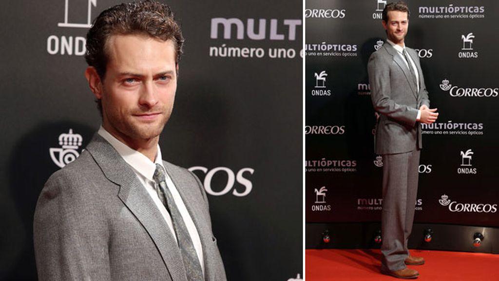 El actor Peter Vives estuvo junto a su compañera de reparto Adriana Ugarte