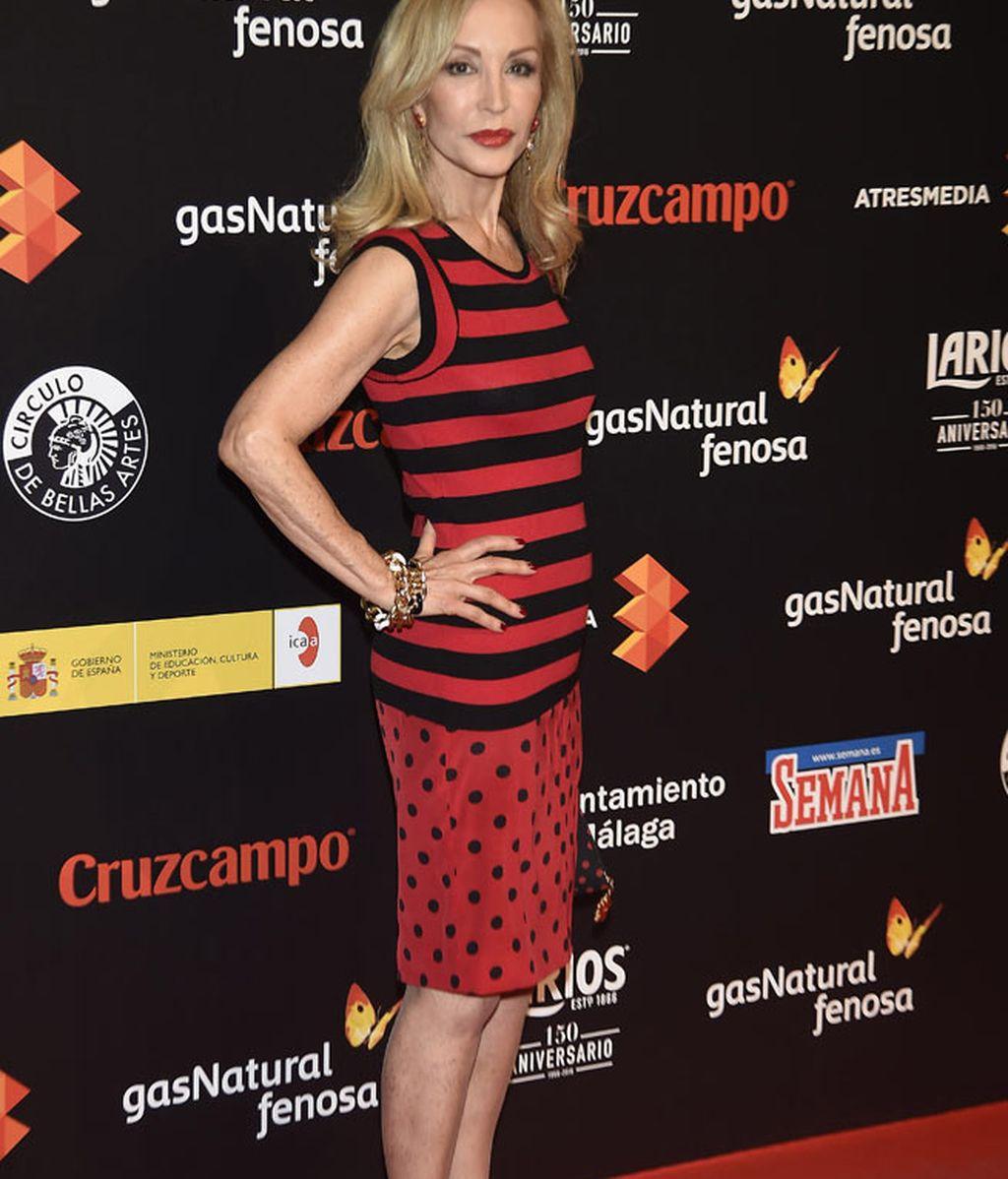 Carmen Lomana, doble estampado negro y rojo