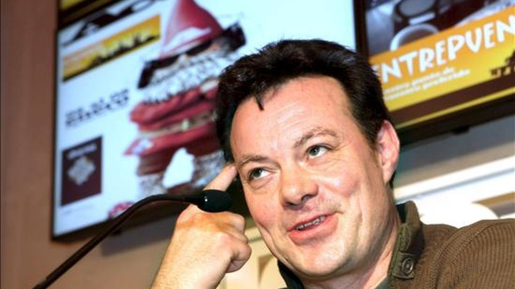 El cantante británico James Hunter, durante la rueda de prensa ofrecida previa a su actuación de esta noche, en el Palacio de los Deportes en Logroño, dentro de la quinta jornada de Actual 2011. EFE