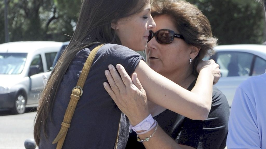 Cayetano Rivera acompañado por su novia, Eva González