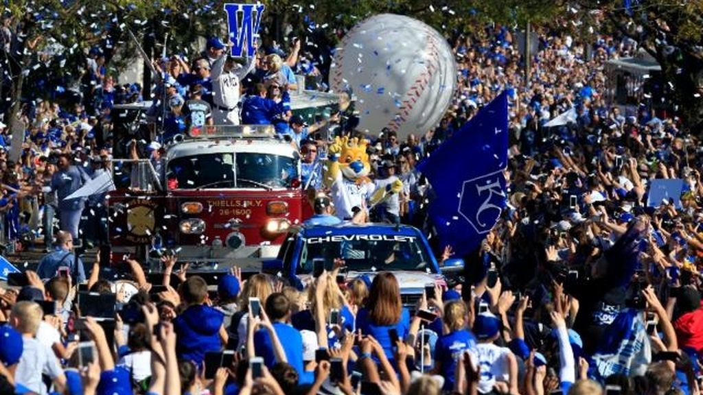 Kansas festeja las Series Mundiales de los Reales (3/11/2015)