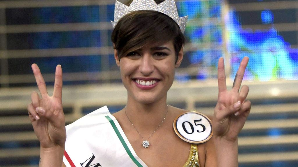 """Me hubiese gustado nacer en 1942 para vivir la Segunda Guerra Mundial"", Miss Italia"